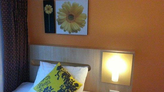 ذا إن سالادينج: ห้องพักในมุมหัวเตียง 