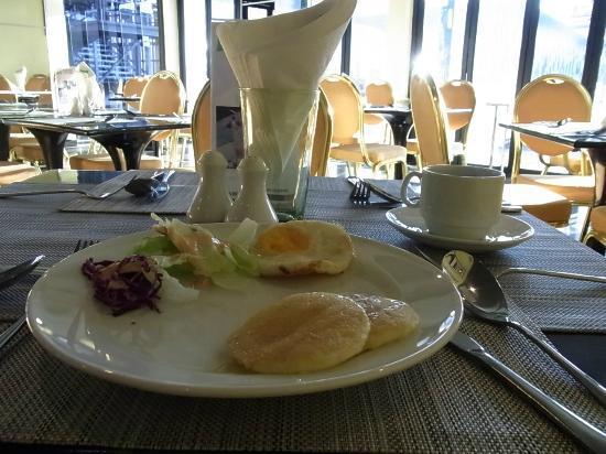 Ibis Styles Chiang Mai: ホテルのカフェ