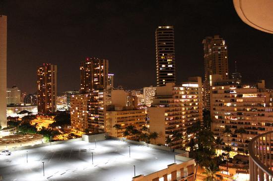 The Modern Honolulu: ラナイからのシティービュー