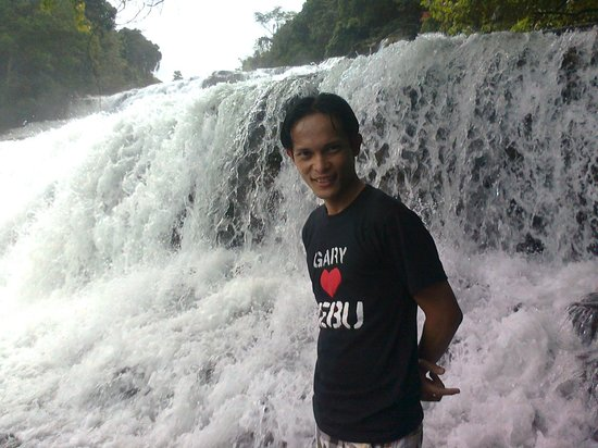 Tinuy-an Falls: Against the water...