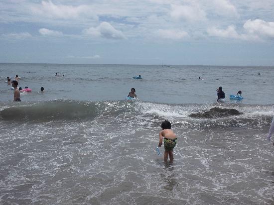 Yumigahama Beach: 程よい波