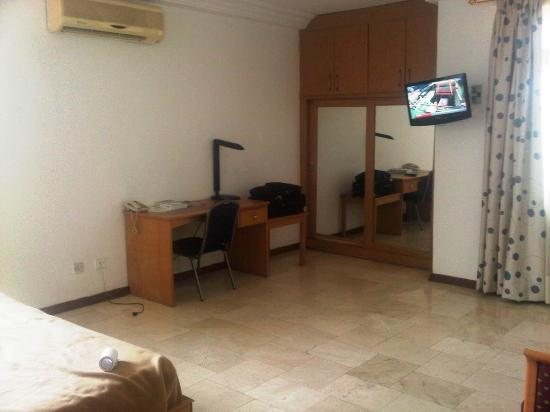 Central Hotel: writing table, wardrobe and tv
