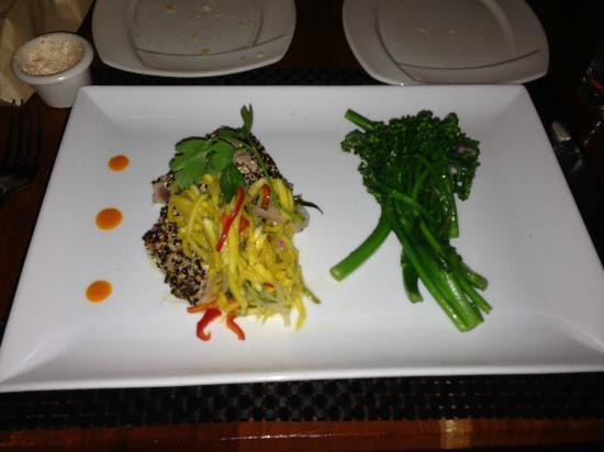 OPAH Restaurant & Bar: This is the Seared Rare Ahi with Brocolini