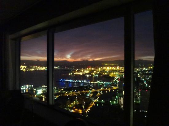 Yokohama Royal Park Hotel: 大きな窓