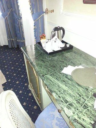 Hotel Violino d'Oro: La scrivania dell'hotel