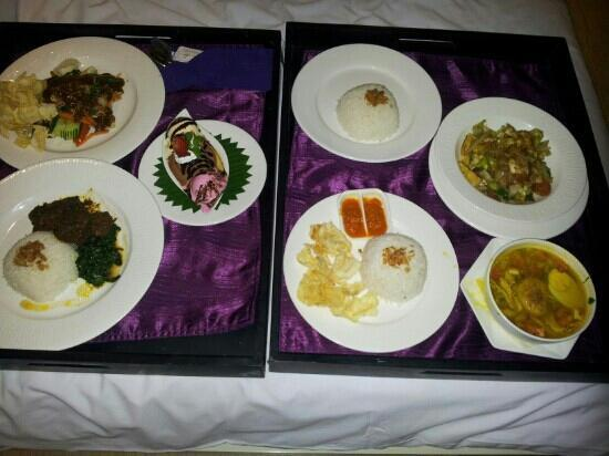 Grand Mega Resort & Spa Bali: cheap and delicious room service food!
