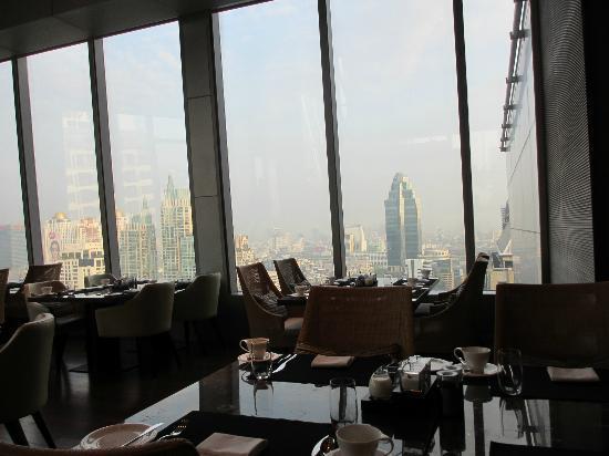 โรงแรมโอกุระ เพรสทีจ กรุงเทพ: 朝レストランからの眺め