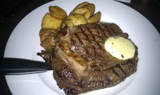 Carluccio's - Liverpool: Steak had to be cooked further