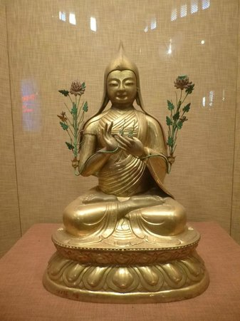 City Inn (Beijing Happy Valley) : Lama Tsongkhapa statue - Yonghe Temple