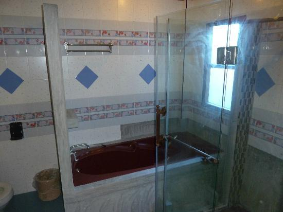 Phi Phi Villa Resort: bathroom