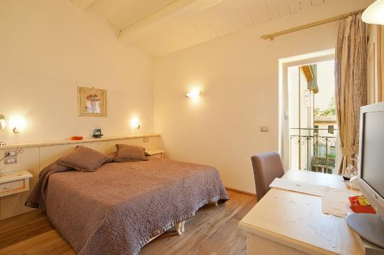 Palazzo Trevi Charming House: Camera Matrimoniale De Luxe