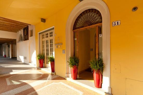 Palazzo Trevi Charming House: Ingresso