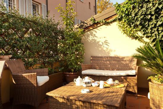 Palazzo Trevi Charming House: Terrazza Colazioni