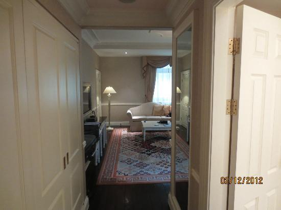 Beijing Hotel NUO: View from doorway into the room