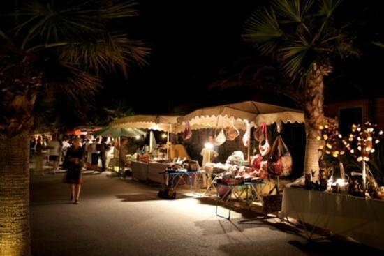 le marche nocturne photo de bj riviera vacances port grimaud tripadvisor