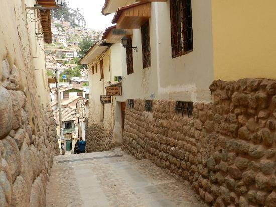 Bright Hostels Cusco: Access from Calle Ladrillos