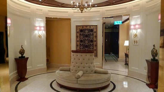 Grand Lapa Macau: First floor area near restaurants