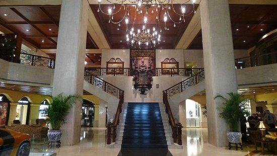โรงแรมแกรนด์ ลาปา มาเก๊า แมนดาริน โอเรียนทัล: Grand Lapa - old world decor lobby