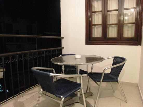 Rimi Hotel: 1st Floor Balcony