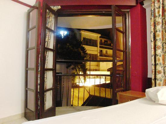 Rimi Hotel: Room Balcony & View