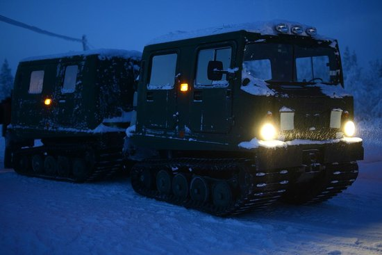 Buustamons Fjallgard: Transportation by tracked vehicle