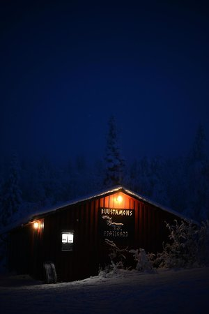 Buustamons Fjallgard: One cabin at the bottom of the hill