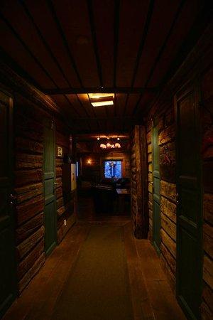Buustamons Fjallgard: Cozy corridor