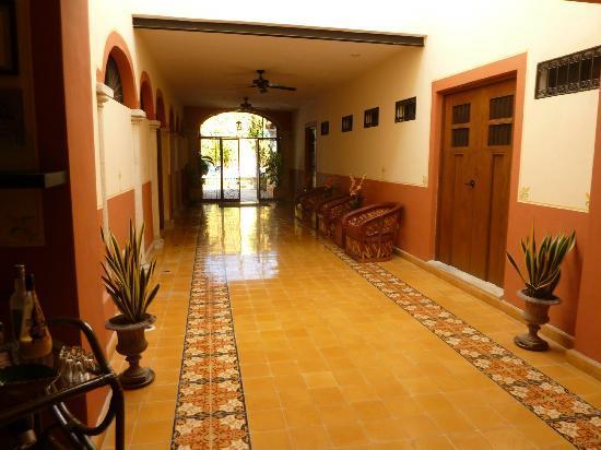 Luz En Yucatan: Corridor