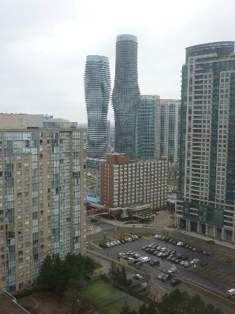 Novotel Toronto Mississauga Center: Hotel in front of the Marilyn Monroe Buildings