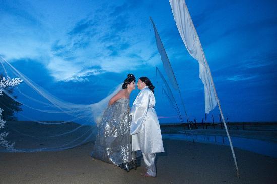 photograhper khun Aht - our wedding on the Sarojin beach