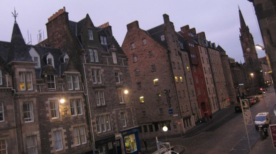 Brodie's Hostel: Street view - Vista de la calle