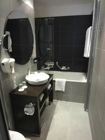 Hotel Jade - Manotel Geneva: Bathroom