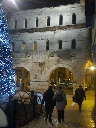 Porta dei Borsari: Porta Borsari-Verona-2012