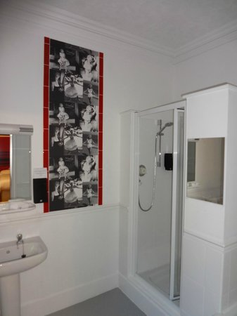 The Clubhouse Hotel: Bathroom