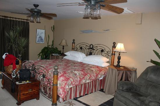 Blue Heron Inn: wonderful bed and spacious room