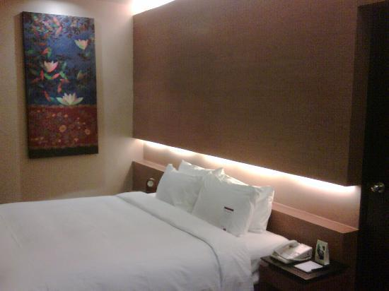 Grand Mercure Singapore Roxy: My comfy bed