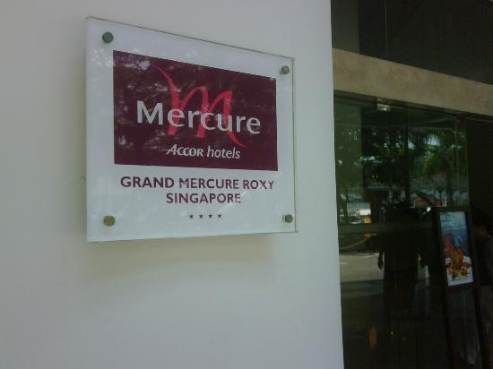 Grand Mercure Singapore Roxy: Hotel signage