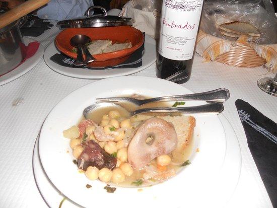 O Celeiro: Cozido de grão acompanhado por vinho da terra....excelente !!