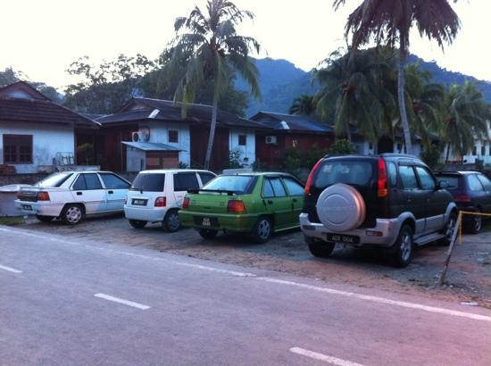 Nipah Bay Villa: Rented cars parked opposite the hotel