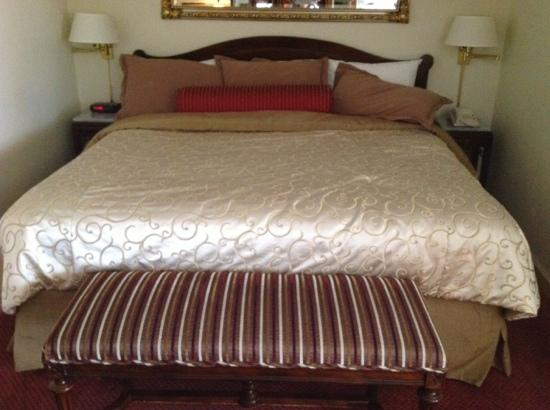 The Siena Hotel, Autograph Collection: king size bed