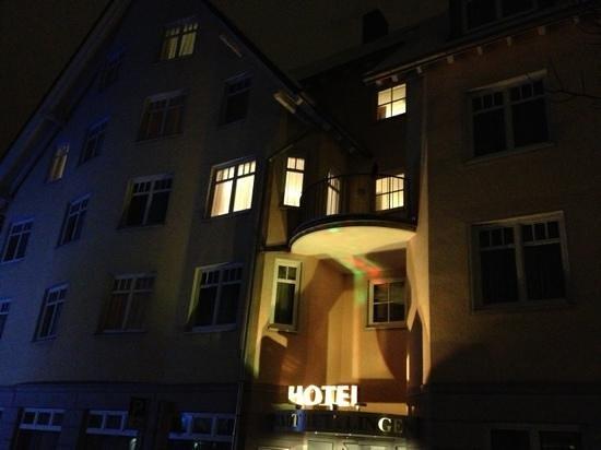 Hotel Stadt Tuttlingen: kvälls bild på hotellet