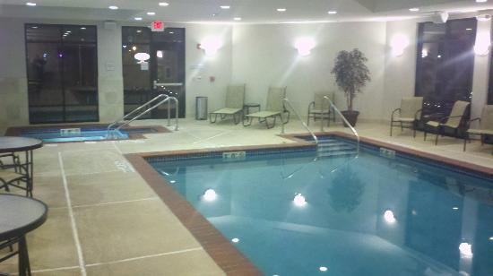 Hampton Inn Burlington: Another Pool pic