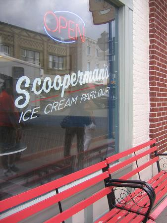 ‪Scooperman Ice Cream Parlor‬