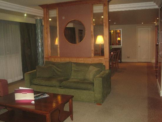 Ballsbridge Hotel: Living room area