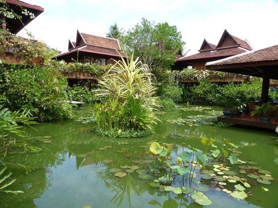 Angkor Village Hotel: Jardins