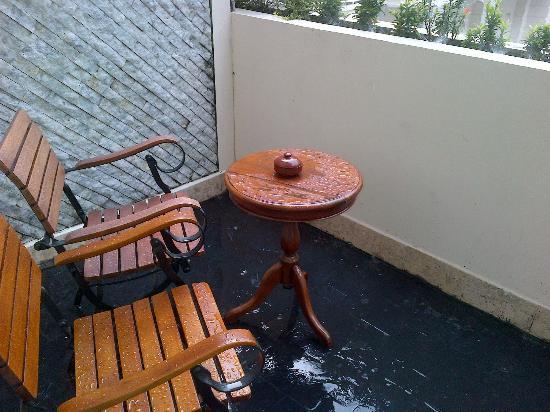 The Phoenix Hotel Yogyakarta - MGallery Collection: Basah dan becek