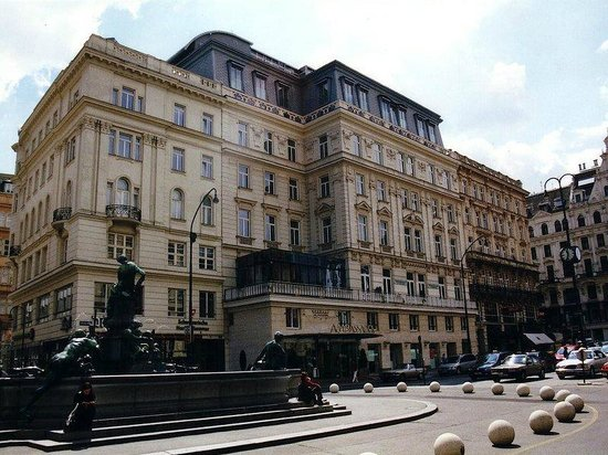 Hotel Ambassador: Luxury....... :)