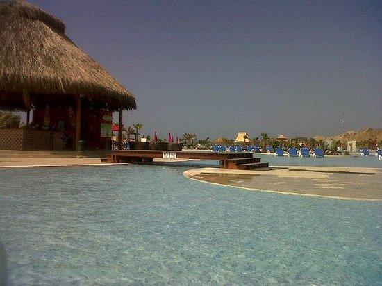 Royal Decameron Punta Sal: piscina del hotel