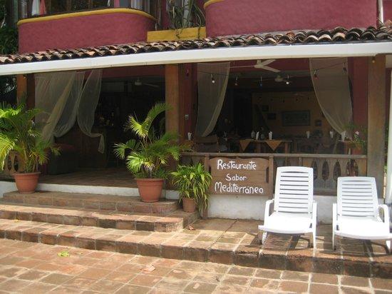 Sabor Mediterraneo: Entrada al Restaurante por la Playa