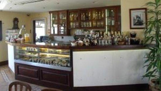 Agua Mel: The inside counter